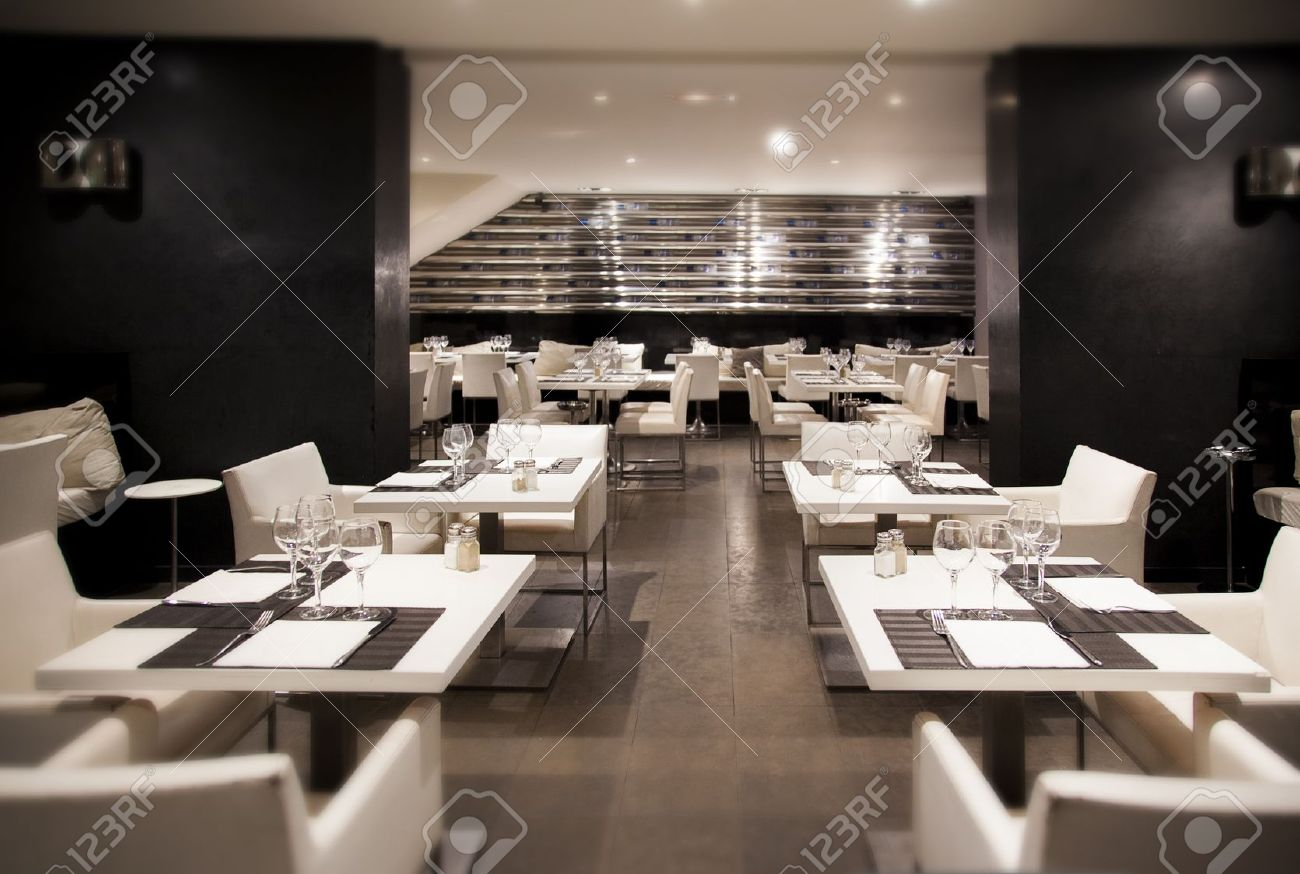 14902032-wine-in-interior-of-modern-restaurant-Stock-Photo